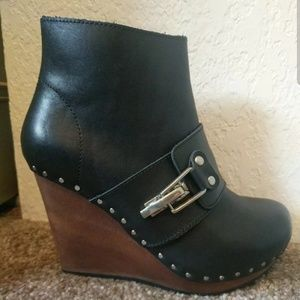 Size 6 See By Chloe Booties